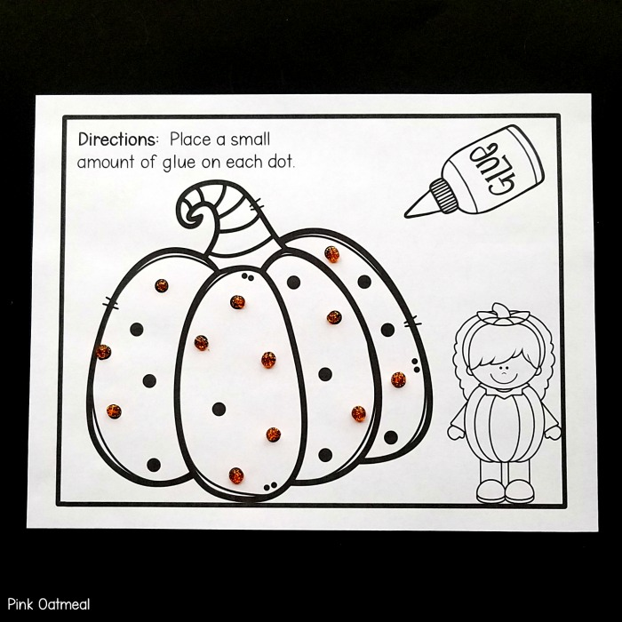 Halloween fine motor activity - Glue Dots